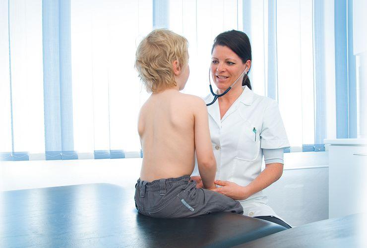 Junge beim Kinderarzt ml_kinder_jugend_untersuchungen.jpg