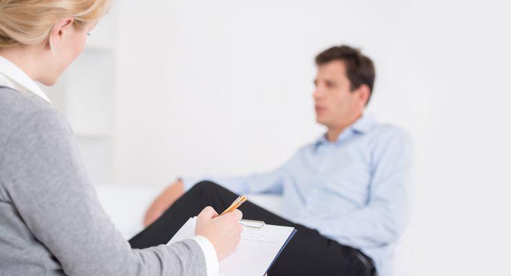 Mann in psychotherapeutischer Behandlung ml_psychotherapie.jpg
