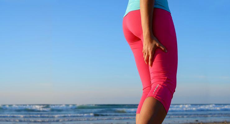 Sportlerin hat Muskelkater im Oberschenkel mg_muskelkater.jpg