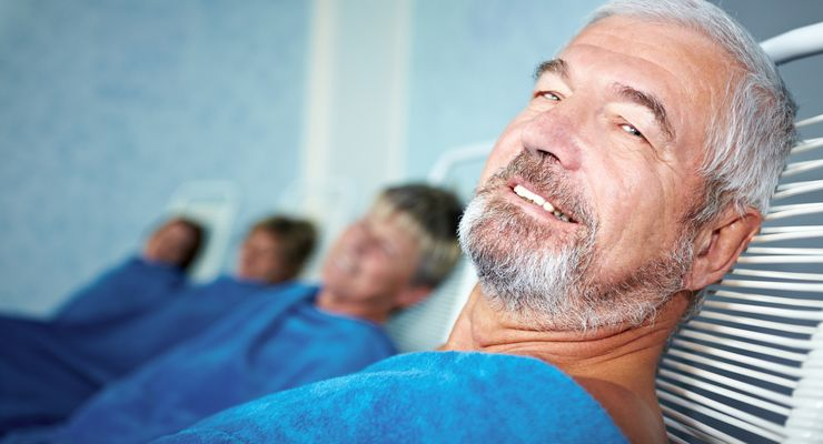 Älterer Mann erholt sich während der Kur ml_reha_kuren.jpg