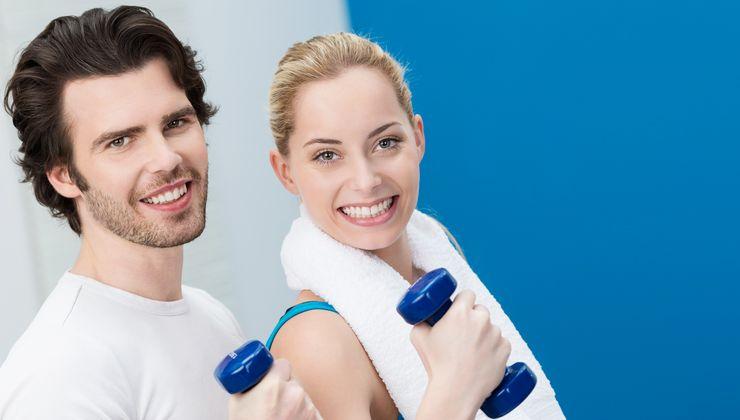 Sportliches Paar mit Hanteln ml_gesundheitskurse_2017.jpg