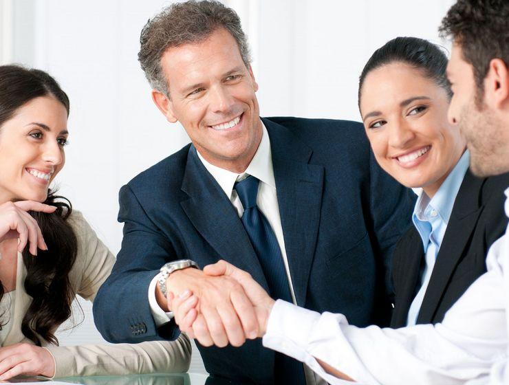 Handschlag bei einem Vorstellungsgespräch ueu_karriere.jpg
