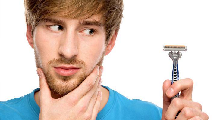 Mann überlegt ob er seinen Bart abrasieren soll mg_rasur.jpg