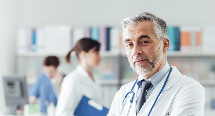 Arzt in seiner Arztpraxis ml_ivp.jpg