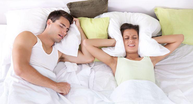 Mann schnarcht und Frau kann nicht schlafen mg_schnarchen.jpg
