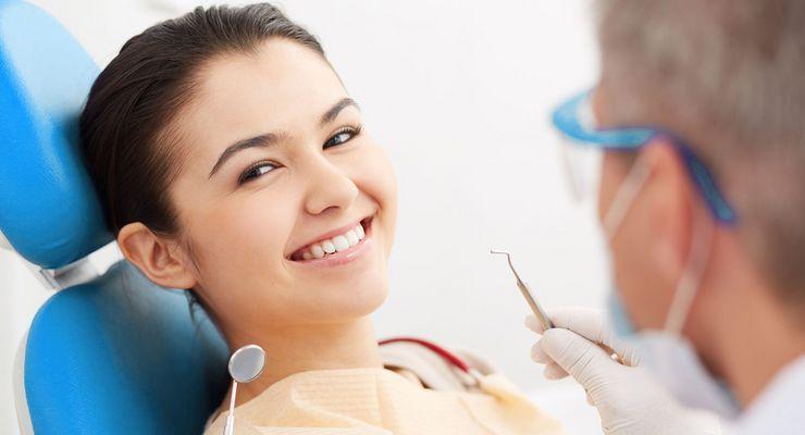 Junges Mädchen beim Zahnarzt ml_zahnfuellung.jpg