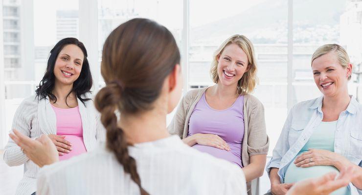 Hebamme im Gespräch mit schwangeren Frauen  ml_geburtsvorbereitung.jpg