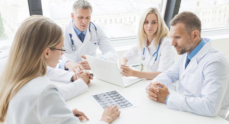 Ärzteteam in einer Beratung mg_zse-duo.jpg