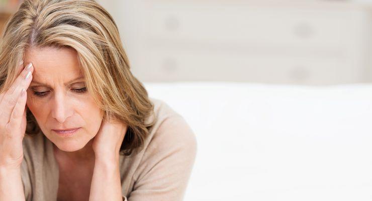 Frau leidet unter starken Kopfschmerzen mg_kopfschmerzen.jpg