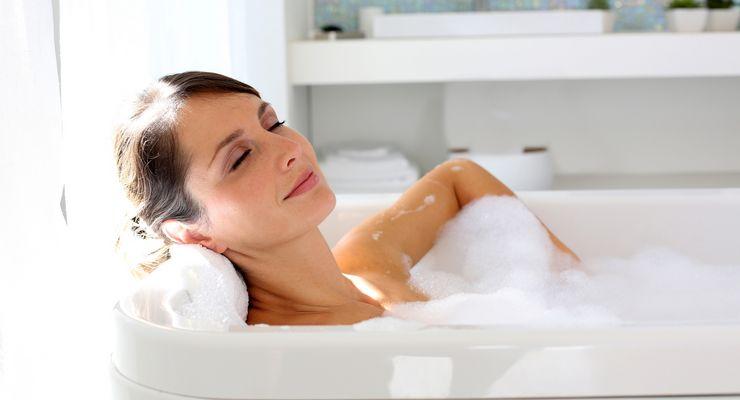 junge Frau nimmt ein Entspannungsbad mg_entspannungsbad.jpg