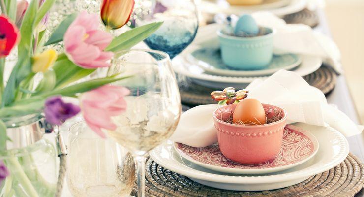 Gedeckter Ostertisch mit Frühlingsblumen mg_ostergerichte.jpg