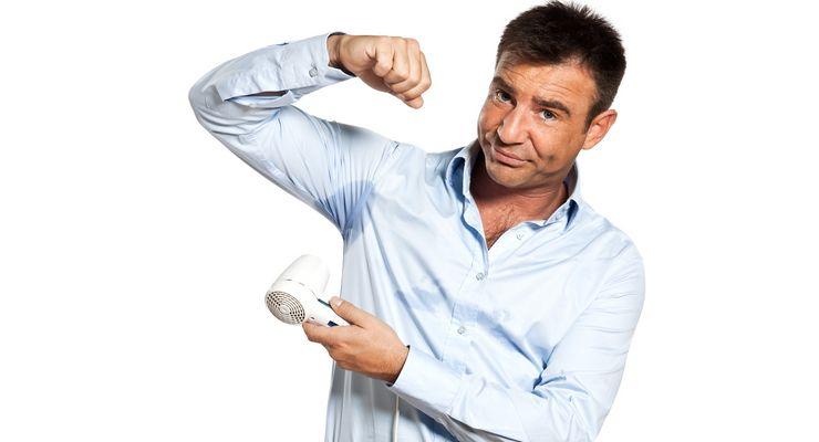 Mann föhnt sein verschwitztes Hemd mg_schwitzen.jpg